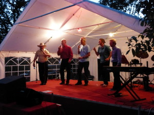 Walled Garden Wailers proving that anyone can sing!