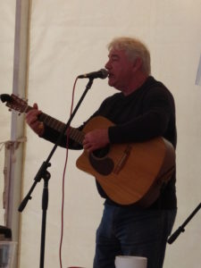 Song smith Alun Davies puts on a show